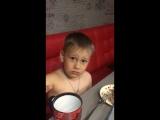 Гордей объясняет папе , что входит в состав молока