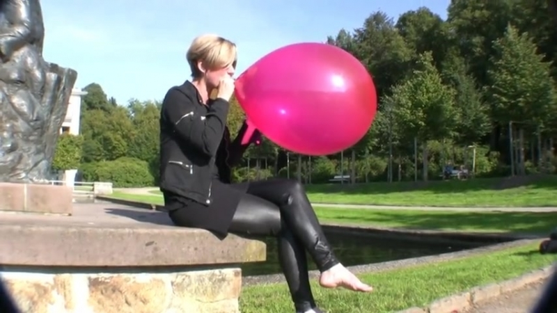 Balloon Popping Babe Thumbzilla.mp4