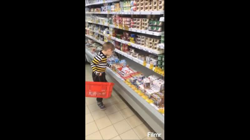 Дал скупиться сыну в магазине
