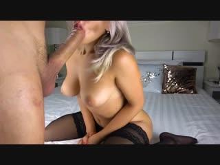 Блондинка в чулках сняла домашнее видео