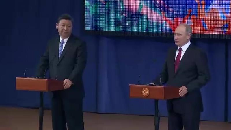Владимир Путин и Председатель КНР Си Цзиньпин посетили Всероссийский детский центр «Океан»