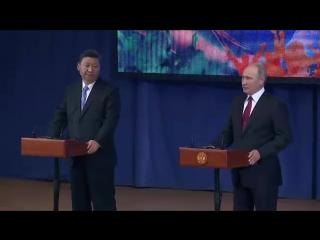 Владимир Путин и Председатель КНР Си Цзиньпин посетили Всероссийский детский центр Океан