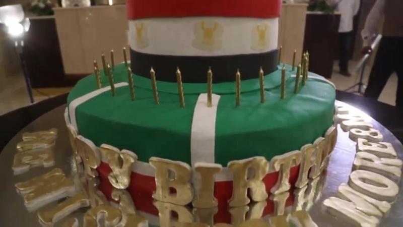 Мохаммеду Салаху в Чечне подарили 100-килограммовый торт с золотой бутсой