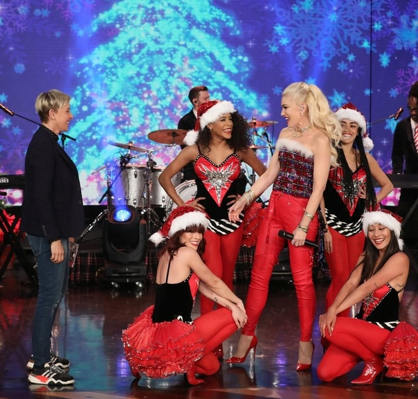 Ирина Шейк и Брэдли Купер в гостях у Санта-Клауса ?