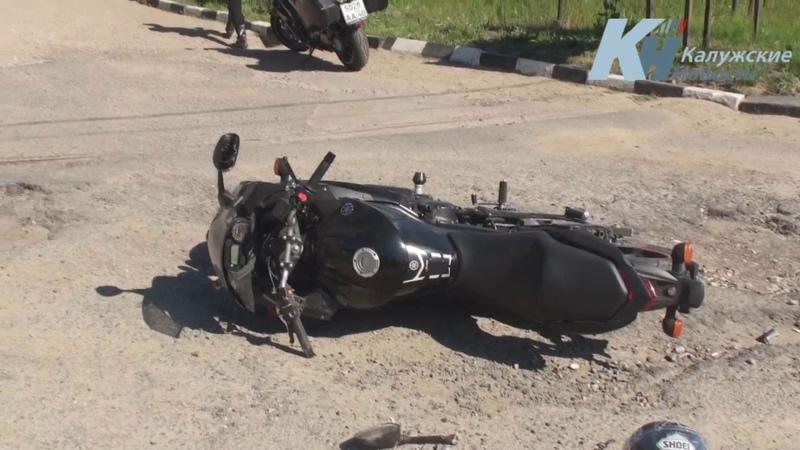 Столкновение мотоцикла и иномарки на заправке в Белоусове