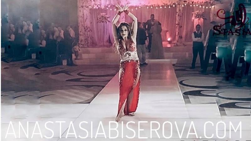 الراقصة انستازيا ترقص على الأغنية عودت عي