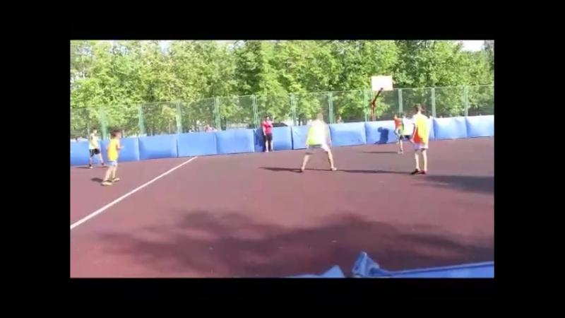 Опасные моменты и голы в матче между командами Изумруд и Фаворит