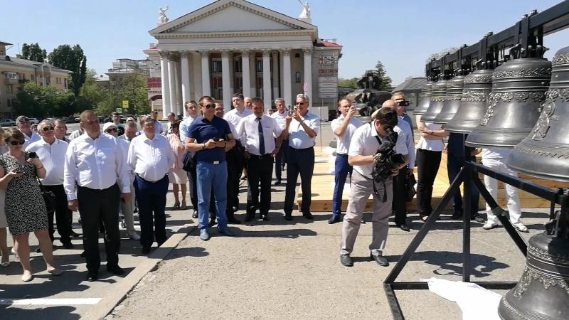 Первый перезвон колоколов Александро-Невского собора
