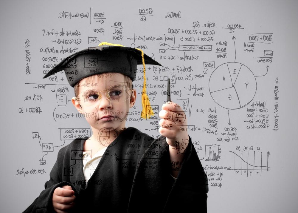 Социологи ВШЭ: чем выше у россиян образование, тем они недоверчивее