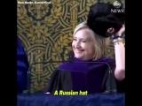 Клинтон с шапкой-ушанкой призвала выпускников Йеля присоединиться к России