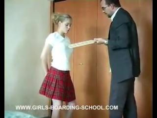 تأديب قاسي من والدها بسبب إهمالها في الدراسة