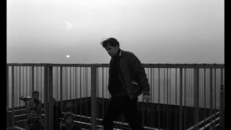 Небо над Берлином Der Himmel über Berlin (1987).Самоубийца
