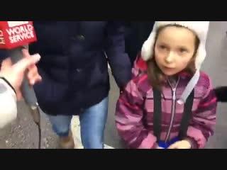 6-летняя девочка поумней своей старшей дуры сестры будет...