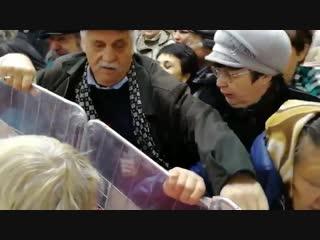 Жители Оренбурга взяли штурмом супермаркет