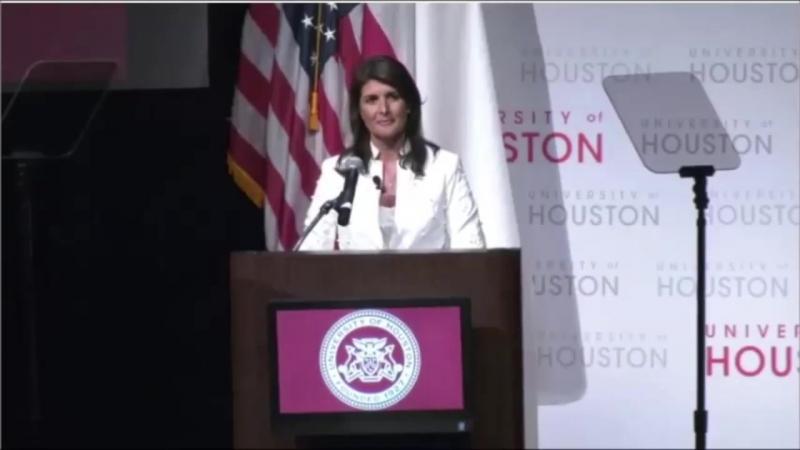 Nikki Haley era un oratore principale presso lUniversità di Houston, negli Stati Uniti. Questo è il modo in cui è stata accolta