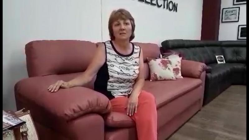 Победительница розыгрыша от сети салонов Цвет Мебели. Приз диван