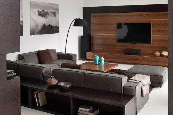 Современная квартира с изобилием деревянных элементов