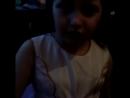 дочка песенку поёт