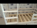 Двухъярусная кровать с навесной лестницей