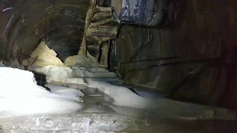 Транспортерная лента в забое тоннеля