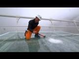 Проверка на прочность гигантского стеклянного моста в Китае