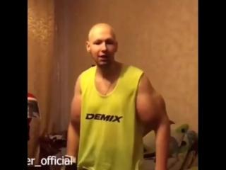 Кирилл (руки базуки) передает Халку из Чечни [Нетипичная Махачкала]
