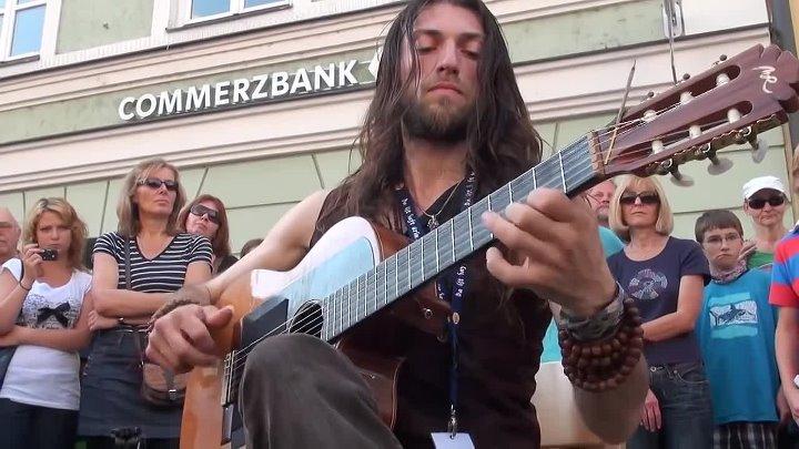 Виртуоз с испанской гитарой