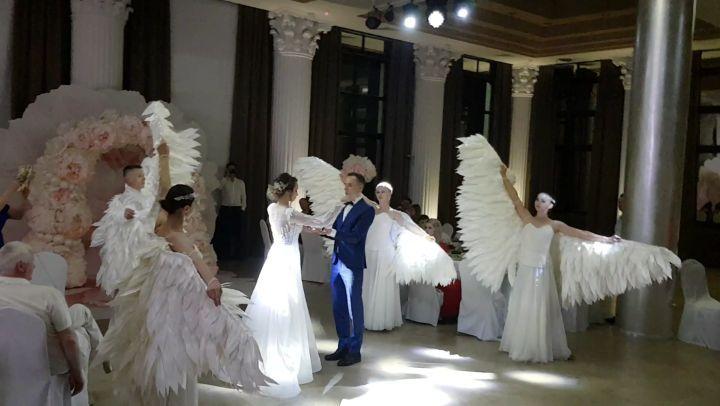 """Шоу балет Краснодар on Instagram: """"Красивейший свадебный приём прекрасной пары @ellinakruchinina и @young_grott 05.05.2018. ✔Постановка и сопровожд..."""