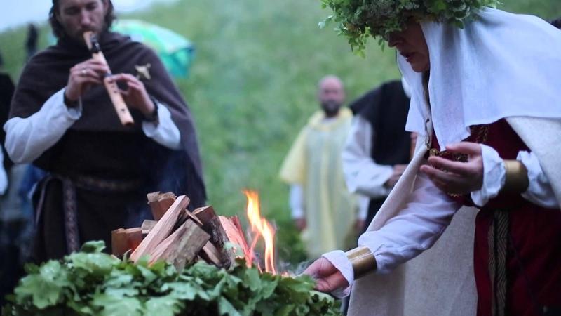 Joninių šventę Kernavėje merkė lietus