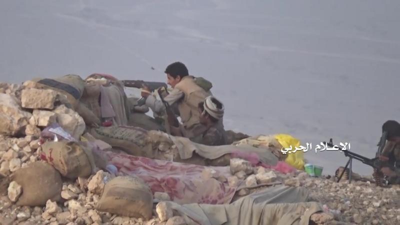 Хуситы обстреливают позиции хадистов в районе Хам, Джауф.