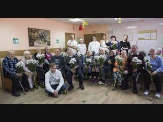 Putin Team устроили концерт школьников в доме престарелых