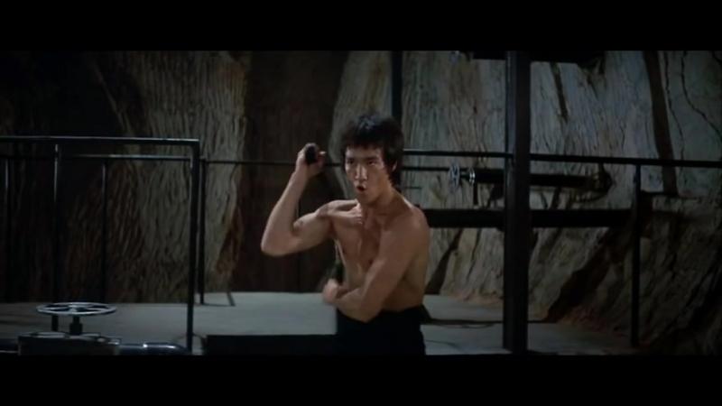 Брюс Ли. Знаменитая сцена с нунчаками из фильма Выход Дракона 1973 года