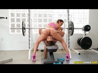 Stretching Her Out : Ryan Ryans & Vanessa Veracruz