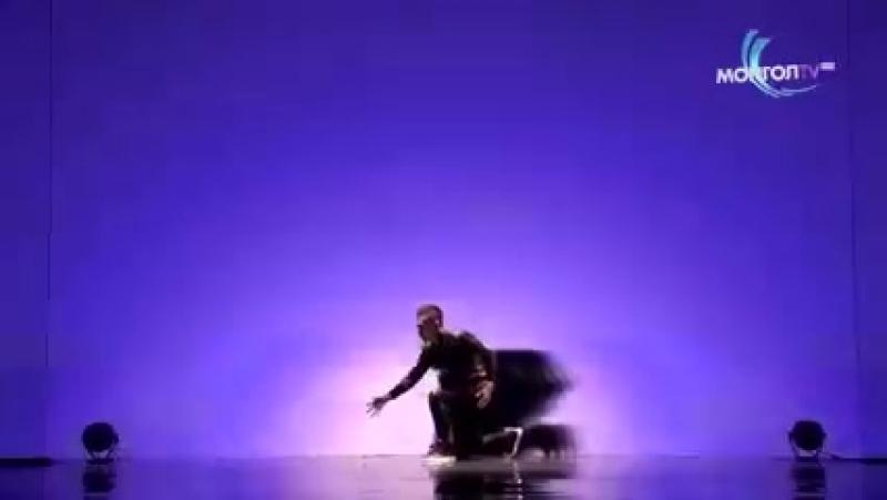 Танцор из Шоу талантов Монголии Б Шижирбат пробрал зрителей до мурашек 240 X 426 mp4