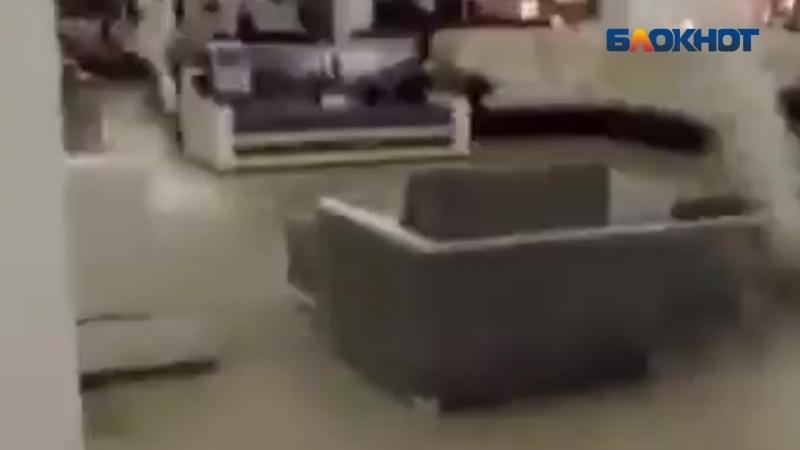 Торговый центр «Аура» в Волгограде заливает водой, - очевидец «Блокноту Волжского»