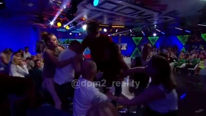 Карина Пронина устроила скандал во время съемок