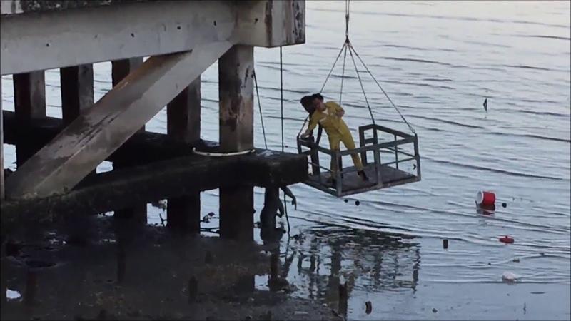 หนุ่มเมาตกทะเล หลังตั้งวงก๊งเหล้าข้ามคืน ก้าวพลาดตกสะพาน เคราะห์ดีที่น้ำลง: Khaosod TV