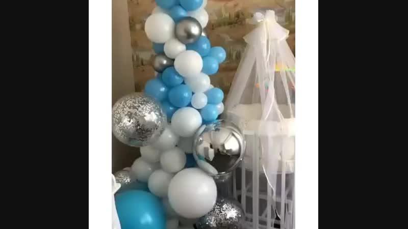 Два слова в продолжении поста о выписках 🤗 ⠀ Хотим показать вам какие можно делать инсталляции из шаров 🌷 ⠀ Рядом с кроваткой см