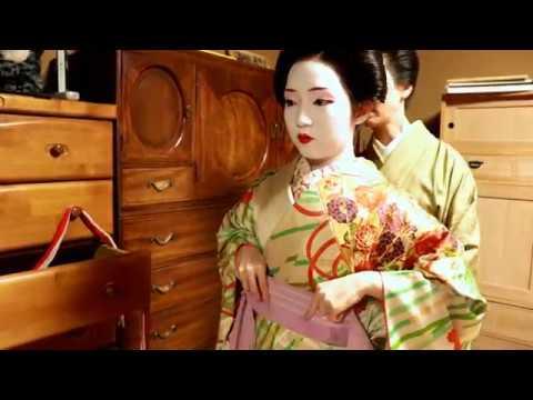 〈Tokyo Geisha 〉How to dress in Kimono by Geisha Maiko 半玉 舞妓 さんの着付け