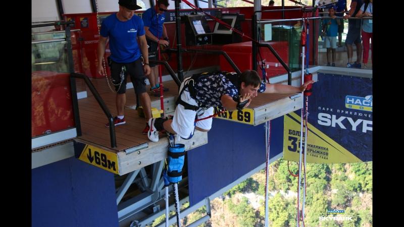 Bungee jumping 69 meters
