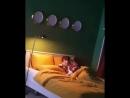 Инстаграм 180425 2РМ Перед тем, как заснуть, он играет в парня, который безучастно смотрит на тебя «Ах, у меня есть, что ска