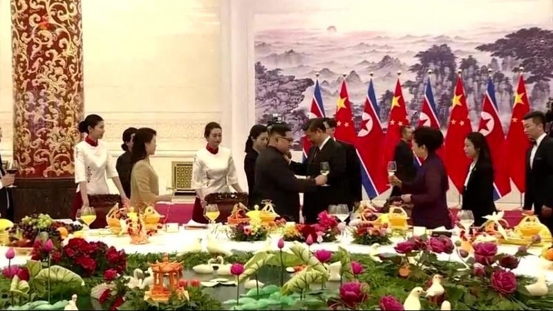 경애하는 최고령도자 김정은동지께서 중화인민공화국을 비공식방문하시였다