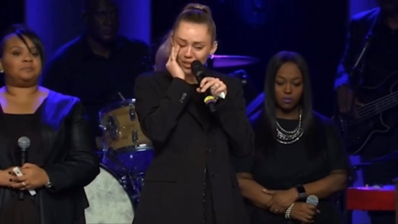 Miley Cyrus gives respects and performs in honor of Janice Freeman.