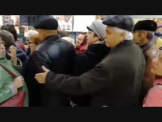 В Оренбурге взяли штурмом супермаркет из-за скидок на сушилки для белья