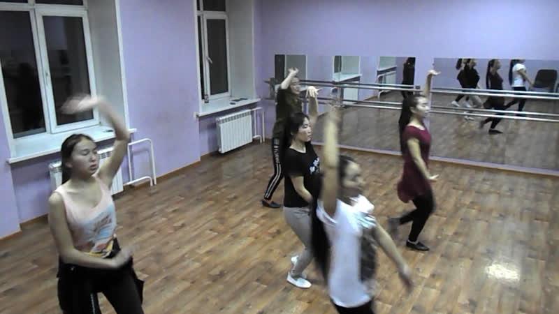 Репетиция-это труд танцоров и их руководителя готовится танец киргизский девичий рук Гарифулин.Валерий татарский анс танца Шаян