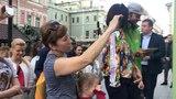 Когда поют улицы Москвы, поют профессионалы, поют гости столицы и простые прохожие... Тогда поет и Сергей Семенович ...