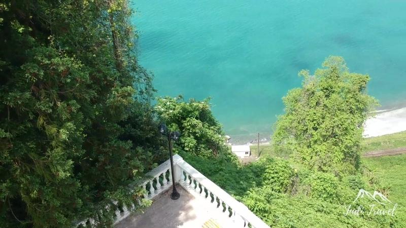 Батумский ботанический сад - это место, где горы встречаются с бесконечным Черным морем. Волны бъются об скалы и поёт душа