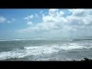 Кута пляж. Высокая волна на Бали.