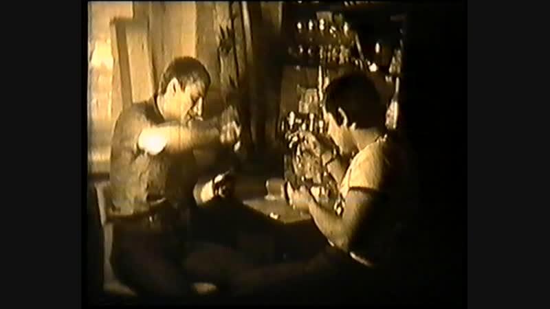 КИНОБОЕВИК(ПАРОДИЯ)БАР МЕРТВАЯ ГОЛОВА ОЛЕГ М.ИГОРЬ К.(Я ЕЩЕ БЫЛ МЕЛКИМ,СНЯТО НА КИНОПЛЁНКУ) г.КЕМЕРОВО 1984г