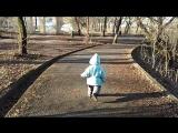 Наш младший бегун на зарядке в парке 20.04.18